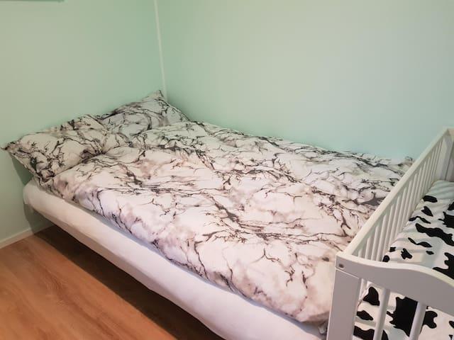 Sofa bed sleeps 1-2 people (140 cm)