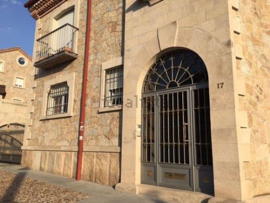 Exterior, entrada a la vivienda