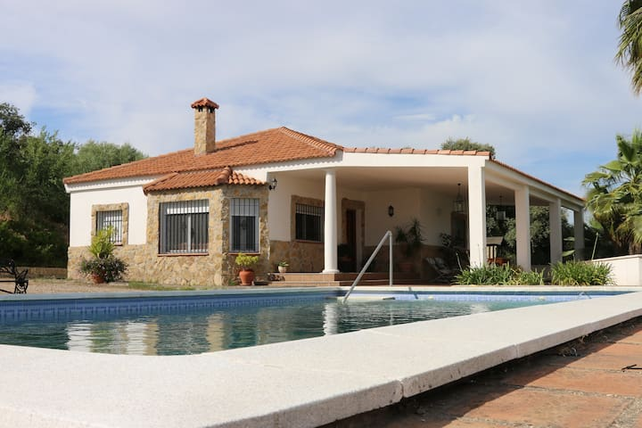 Great getaway close to Cordoba city - Almodóvar del Río - House