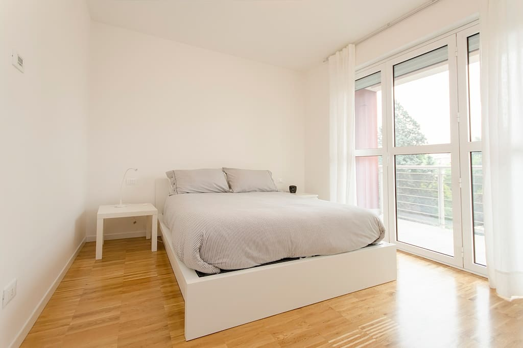 A super confortable bed! This is the opinion of my first airbnb visitor!
