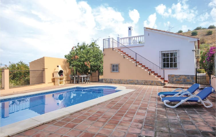 Holiday cottage with 2 bedrooms on 63 m² in Coín