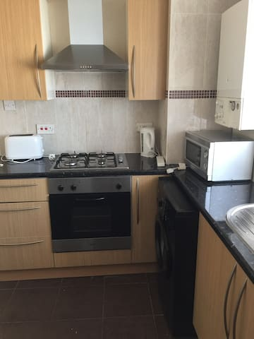 Affordable quite location apartment near Lidl shop - Ilford - Apartment