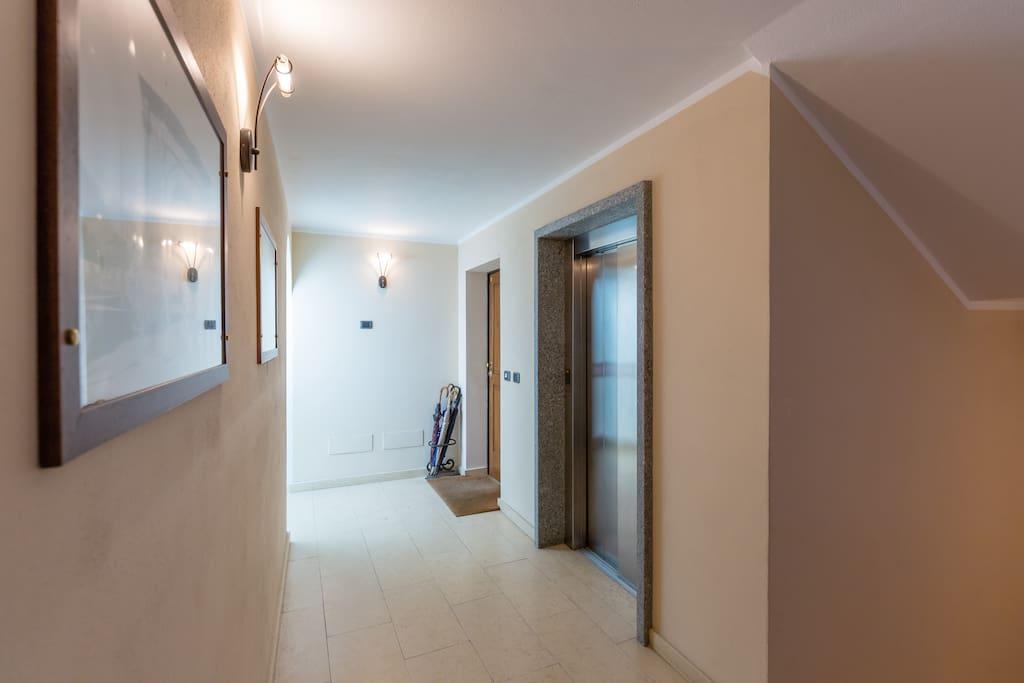 Ingresso dell'appartamento accessibilità totale (ascensore, no gradini)