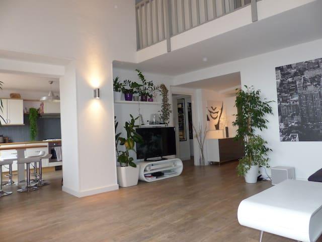 Duplex 140m2, vue mer, centre ville, garage - Grasse - Apartament
