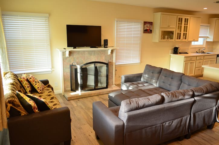 Fully Renovated Home close to Universal Studios