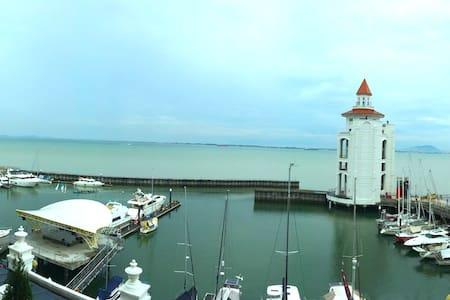 STRAITS QUAY *Yatch Marina Suites* - Tanjung Tokong