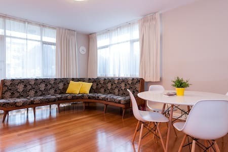 Neat & Simple Retro Apartment - Armadale - Leilighet