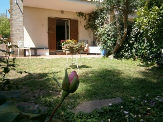 Casa con giardino fronte lago - Trevignano Romano - Byt