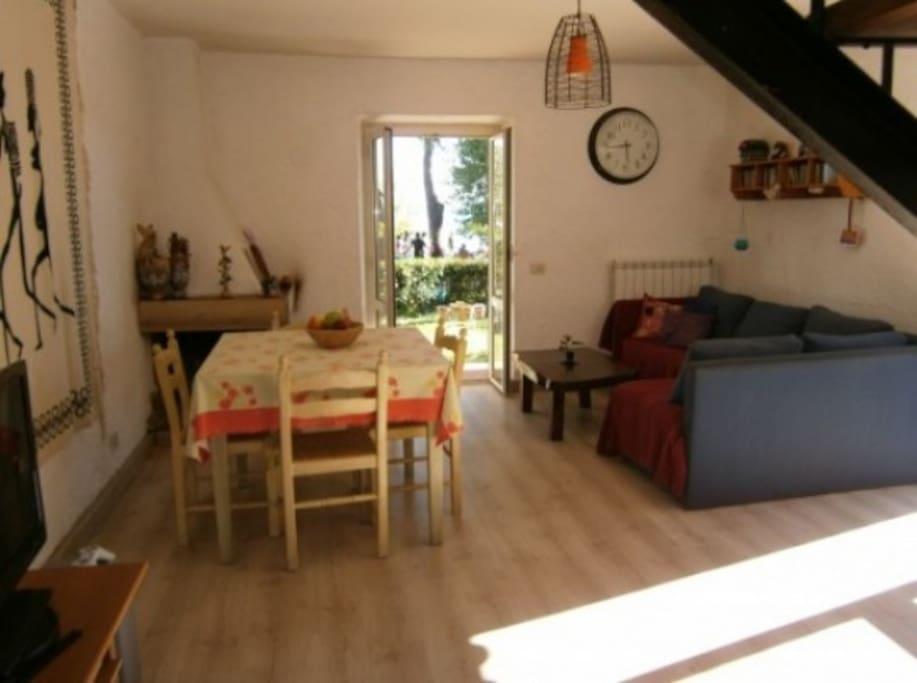 Casa con giardino fronte lago appartamenti in affitto a for Lotti in piano casa fronte lago