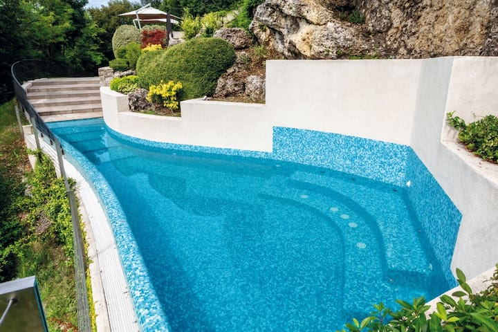 Veneto exclusive villa, swimming pool with jacuzzi