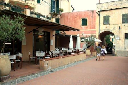 Bilocale nel borgo di Varigotti - Varigotti