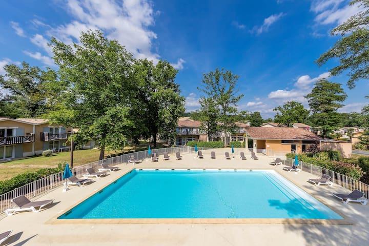 Appartement duplex PROCHE DU COURS DE GOLF + piscines sur place