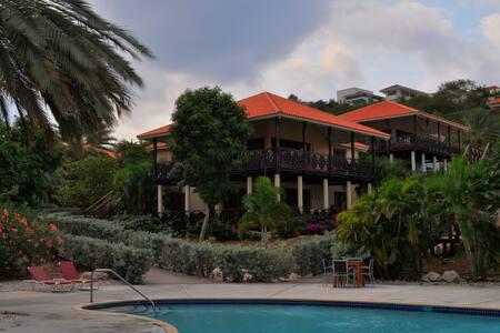 Poco Poco Villa - Poolside Beach & Golf resort