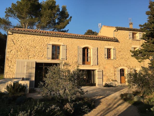 Très beau mas provençal 8 couchages et piscine - Venasque - Casa