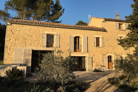 Très beau mas provençal 8 couchages et piscine - Venasque - Дом