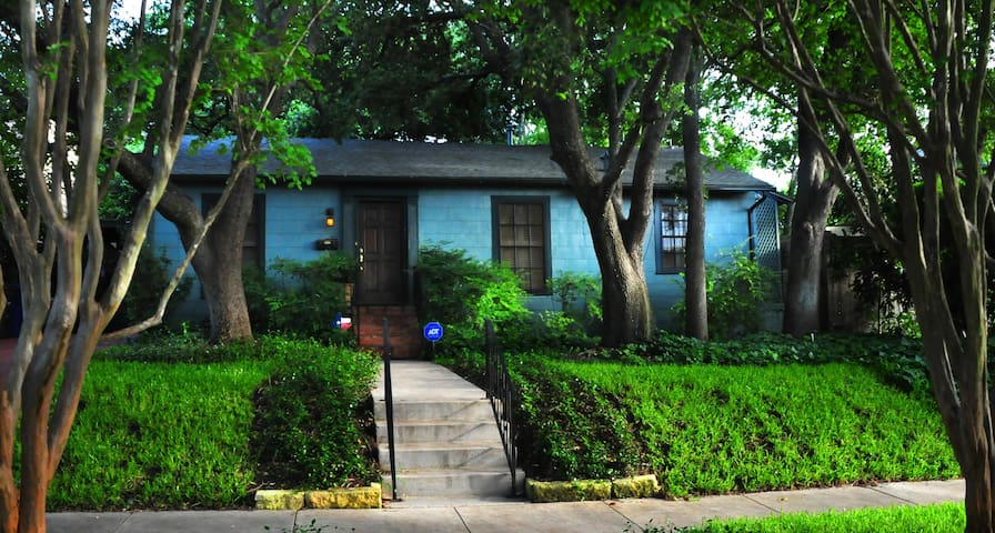 Look for this house with the brass 336 #s on the door.Casita is located in back.