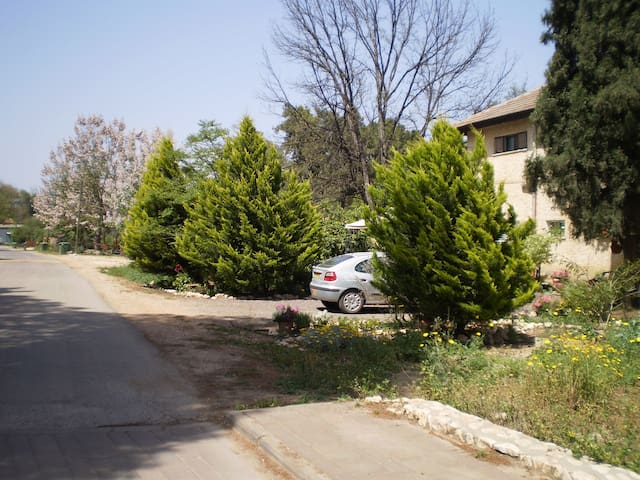 2 Bedroom Apartment in upper Galile - Yesud HaMa'ala - Leilighet