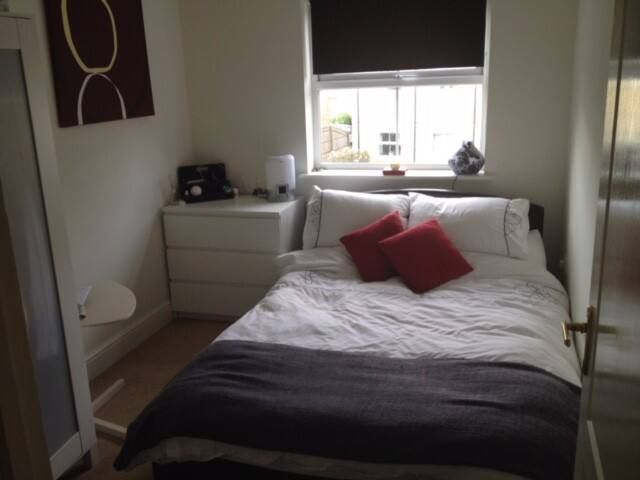 Double room available. Egham. - Egham