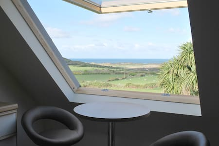 Room with stunning hill & sea views - Llangennith