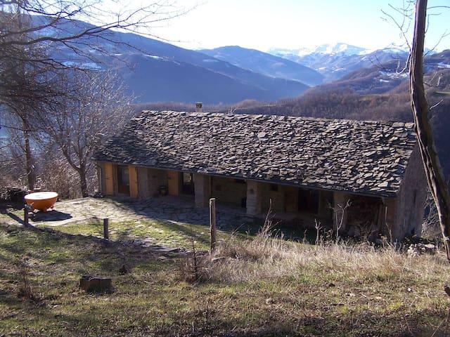 Idyllisches Natursteinhaus 18. Jh. - Modena - Hus