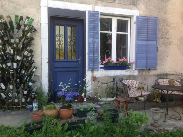 Landelijk vrij gelegen vakantiehuis - Perrusse - Chalet