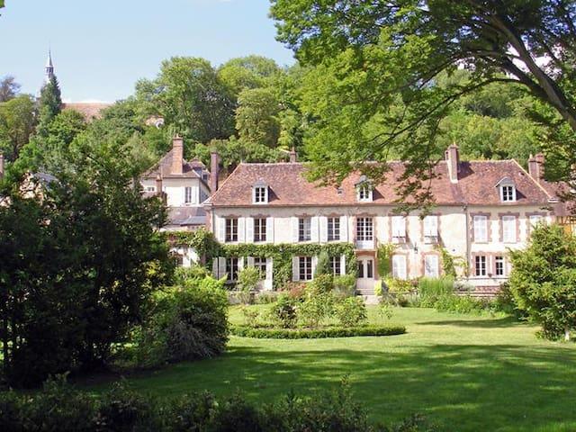 Le Clos Saint Nicolas.Chambre Jaune - Château-Renard - ที่พักพร้อมอาหารเช้า
