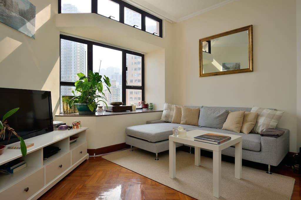 Cosy living room with Cable TV and sound system.