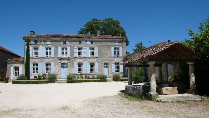 Maison avec cour de ferme et parc proche de Cognac - Les Métairies