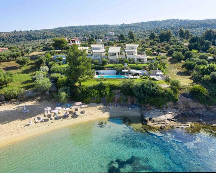 Akti Elia Superior, beachfront, shared pool
