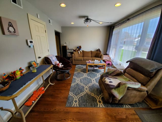 Comfy Escape Near Midway, Free Parking!