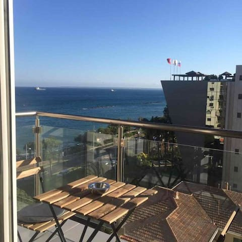 Seafront comfortable 2 bedroom apartment