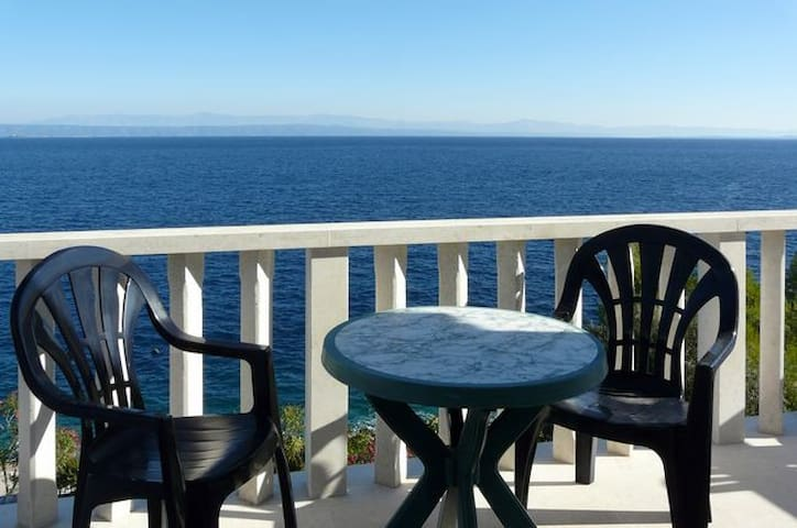 2 Beautiful apartments with sea view - Prigradica - Dom