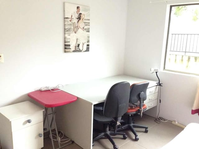 Double room perfect for couples or friends - East Brisbane - Leilighet