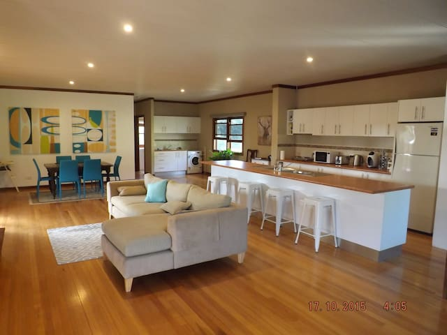 Evergreen Hinterland Homestead Cottage - Eerwah Vale/ Eumundi - บ้าน