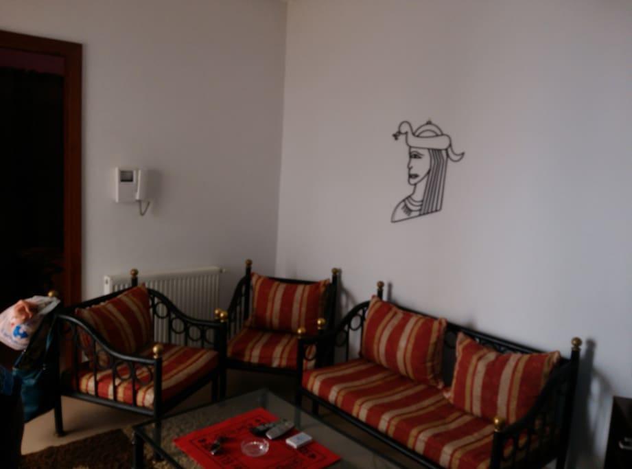 Canap dans le salon appartements louer kram for Salon 5 etoiles tunisie