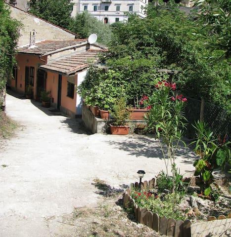 CASETTA INDIPENDENTE A CAPRAROLA - Caprarola - Huis