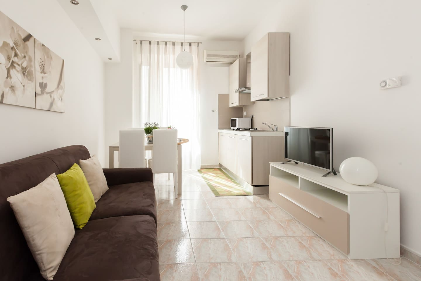 Living Room with kitchen, sofabed and Sat-TV