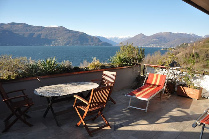 Sensational lake view - Porto Valtravaglia