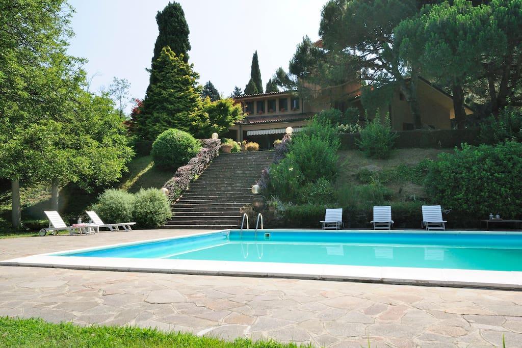 Villa menta park relax e natura ville in affitto a - Piscina oggiono ...