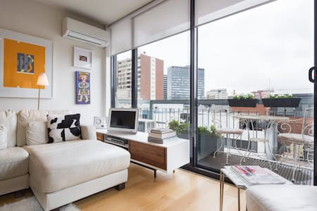 CBD modern apartment with views