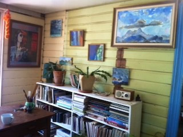 Quiet artists house, by the river - North Lismore - Rumah