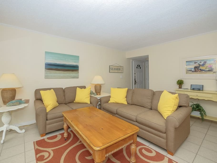 Living Room with Flat Screen at 1798 Bluff Villa