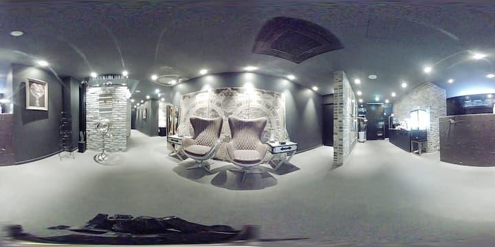 호텔어반트에 프리미엄 방입니다 깨끗하고 편안하고 넓은 주차장이 있는  숙박업소 입니다
