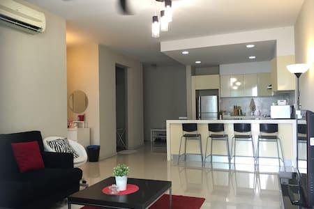 KLCC 2Bedroom Suite Unlimited WIFI 132 吉隆坡市两房公寓 - 吉隆坡