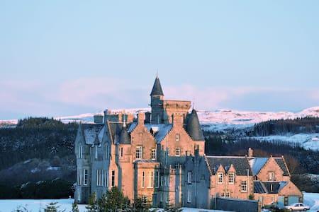 Glengorm Castle: Laorin - Tobermory