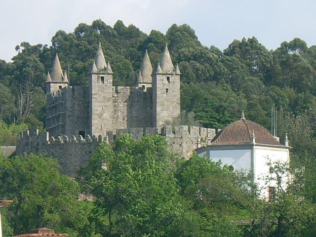 Castelo de Santa Maria da Feira a 15 min