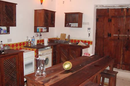 Restored Swahili house in old town - Bagamoyo - Ev