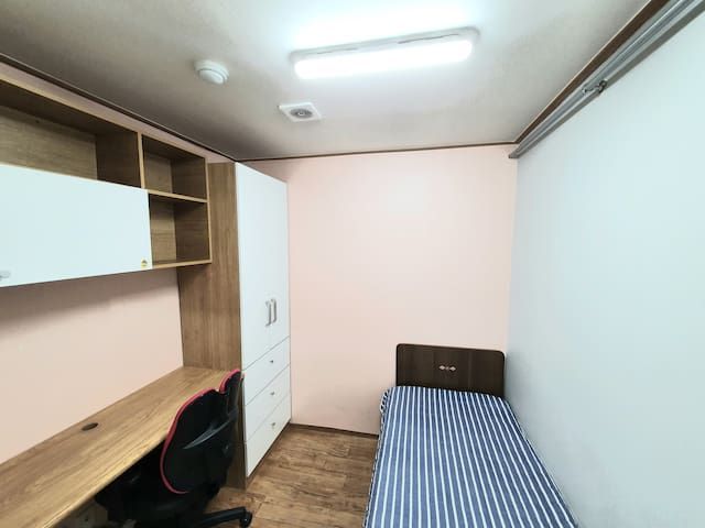 Clean & cozy single room.(Women only) - 8