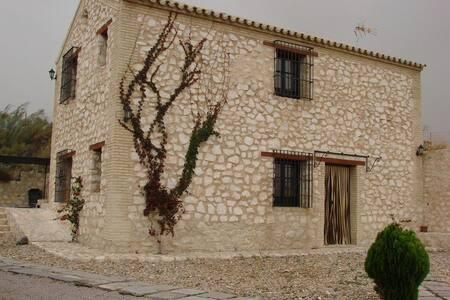 nma House (8 people): 2 twin rooms, - Osuna