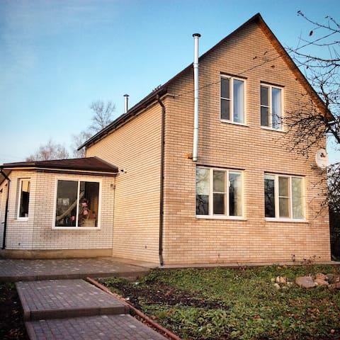 Несколько комнат в двухэтажном доме - Staraya Russa - Casa